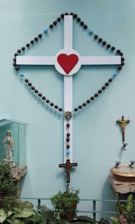 La Cruz Gloriosa de los Sagrados Corazones de Jesús y María