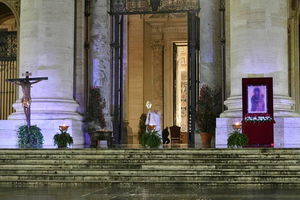 Bendicion Papal ante los Dos Testigos